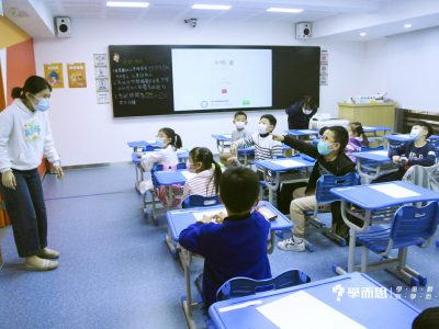 看見Miss Shelly非常興奮的P1同學。