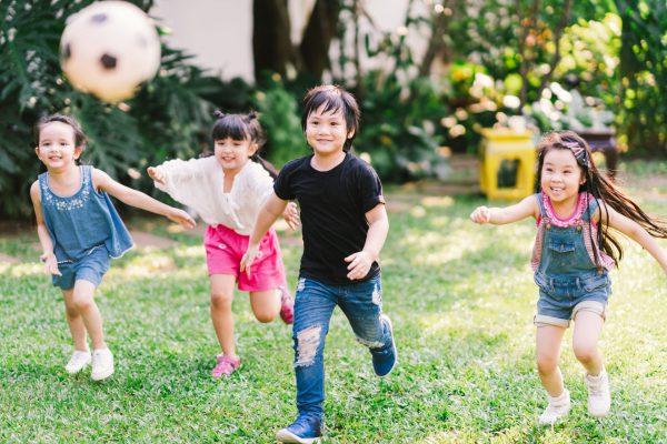 與同學一起聚會,可以建立社交圈子之餘,亦可令小朋友重拾上學記憶。