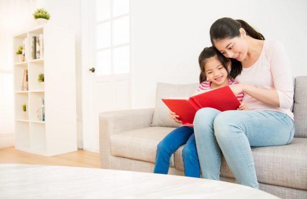 在培養閱讀習慣初期,小朋友不一定要先由閱讀經典名著入手, 可先讓小朋友閱讀有興趣的書本,慢慢培養閱讀興趣。